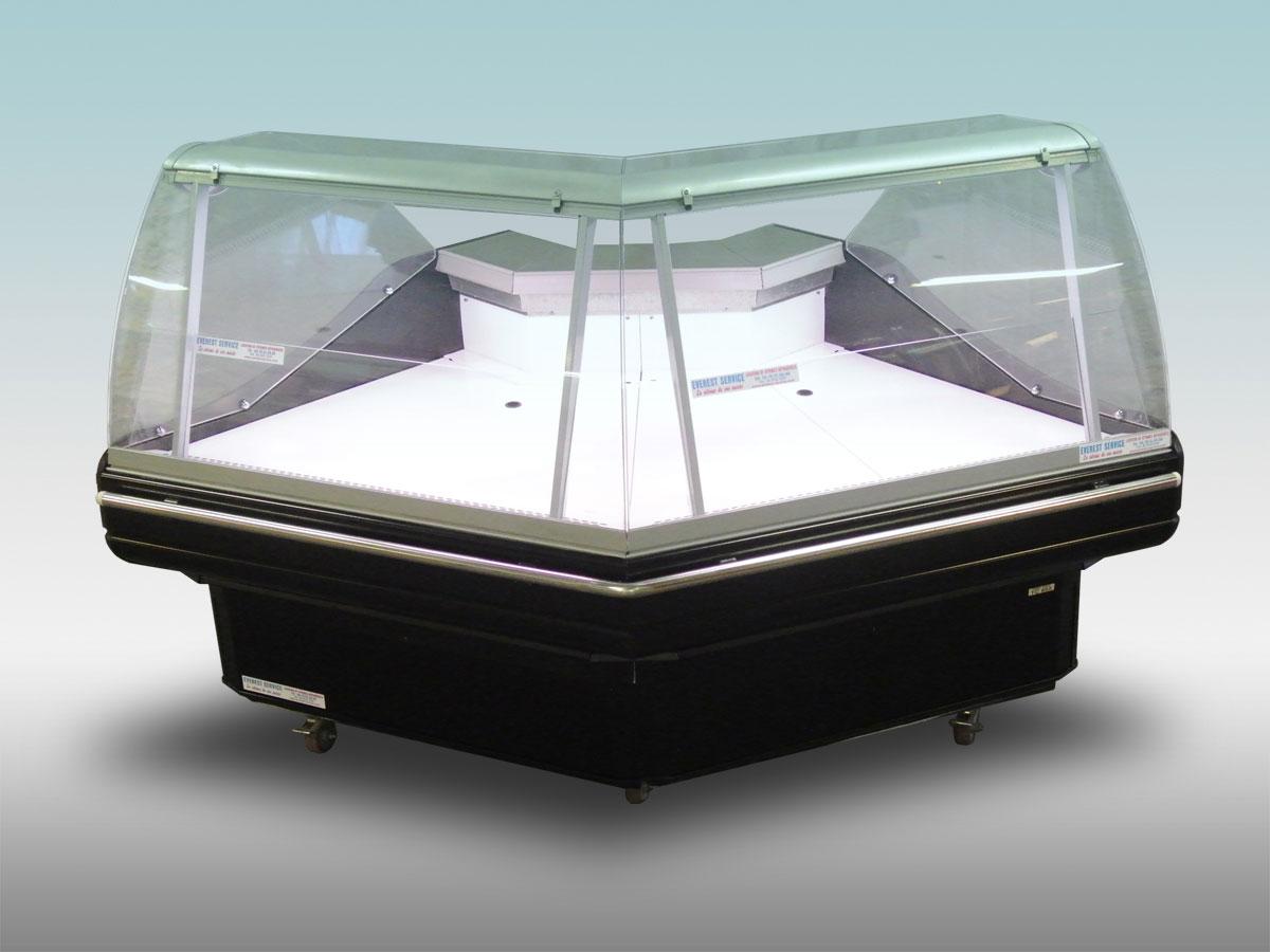 Vitrine traditionnelle angle Tintoretto<hr >Caractéristiques Techniques<hr > Dimensions extérieures : 2110 x 1220 x 1280<hr > Dimensions intérieures : 840 x 750 x 200<hr > Capacité en litres : 280<hr > Surface d'exposition (en m2) : N / A<hr > Température d'application : Positif + 0 °C + 4 ° C<hr > Puissance électrique en fonctionnement (W) : 800<hr > Puissance électrique en dégivrage (W) : 140<hr > Eclairage : LED<hr > Poids (en Kg) : 270<hr ><hr>Informations marchandises: Charcuterie / Pâtisseries / Fromage / IV gamme / Viande / Traiteur / Volailles<hr > Informations techniques : Dégivrage électrique / Froid ventilé / Groupe de condensation / incorporé /