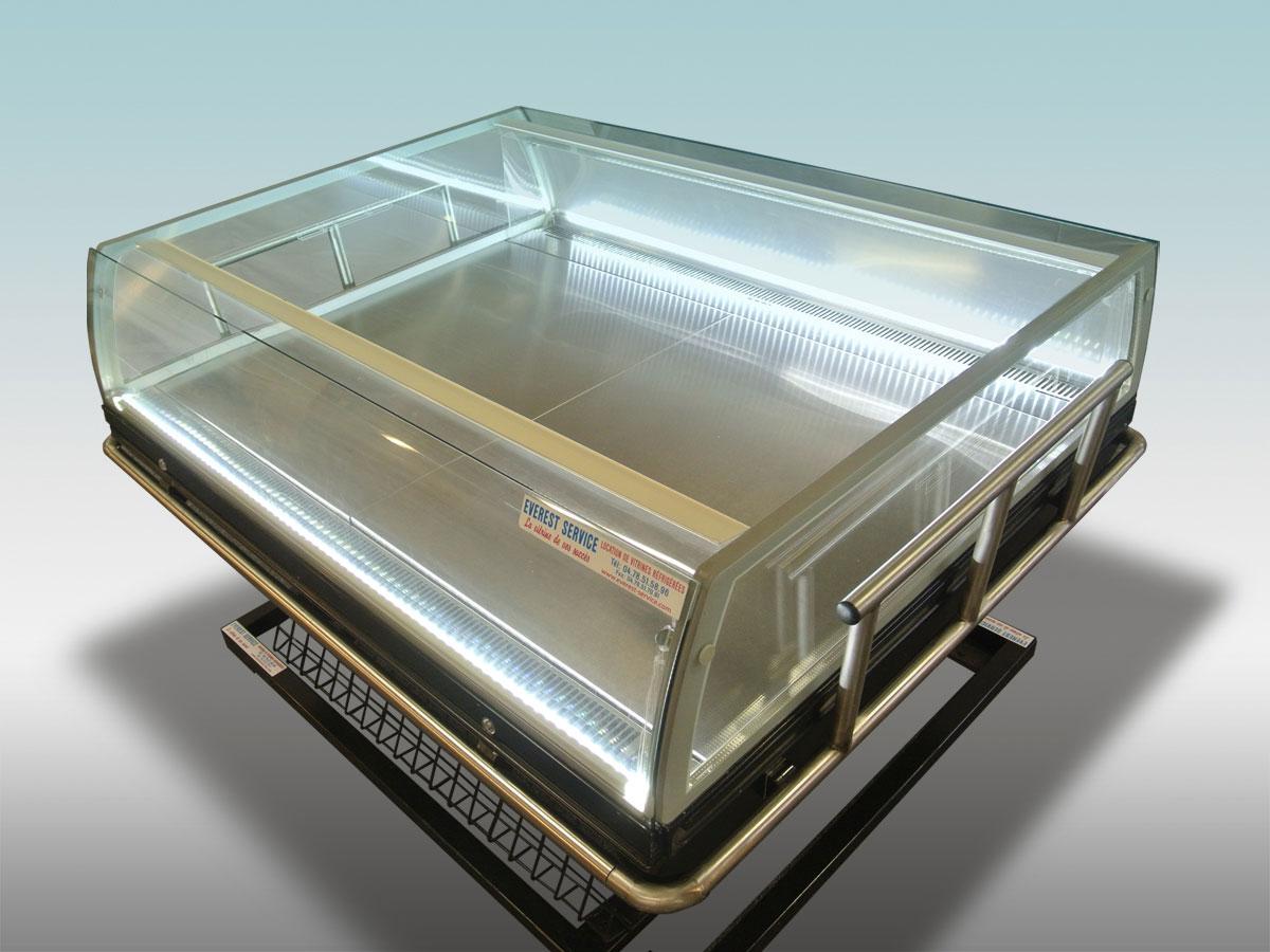 Vitrine traditionnelle libre service Galileo<hr >Caractéristiques Techniques<hr > Dimensions extérieures : 1350 x 1100 x 950<hr > Dimensions intérieures : 1240 x 860 x 150<hr > Capacité en litres : N/A<hr > Surface d'exposition (en m2) : N / A<hr > Température d'application : Positif + 0 °C + 2° C<hr > Puissance électrique en fonctionnement (W) : 850<hr > Puissance électrique en dégivrage (W) : 300<hr > Eclairage : LED<hr > Poids (en Kg) : 158<hr ><hr>Informations marchandises: Poisson pre-emballé/ Charcuterie / Fromage / IV gamme / Sandwiches / Viande / Volailles<hr > Informations techniques : Dégivrage électrique / Eclairage LED / Froid ventilé / Groupe de condensation incorporé